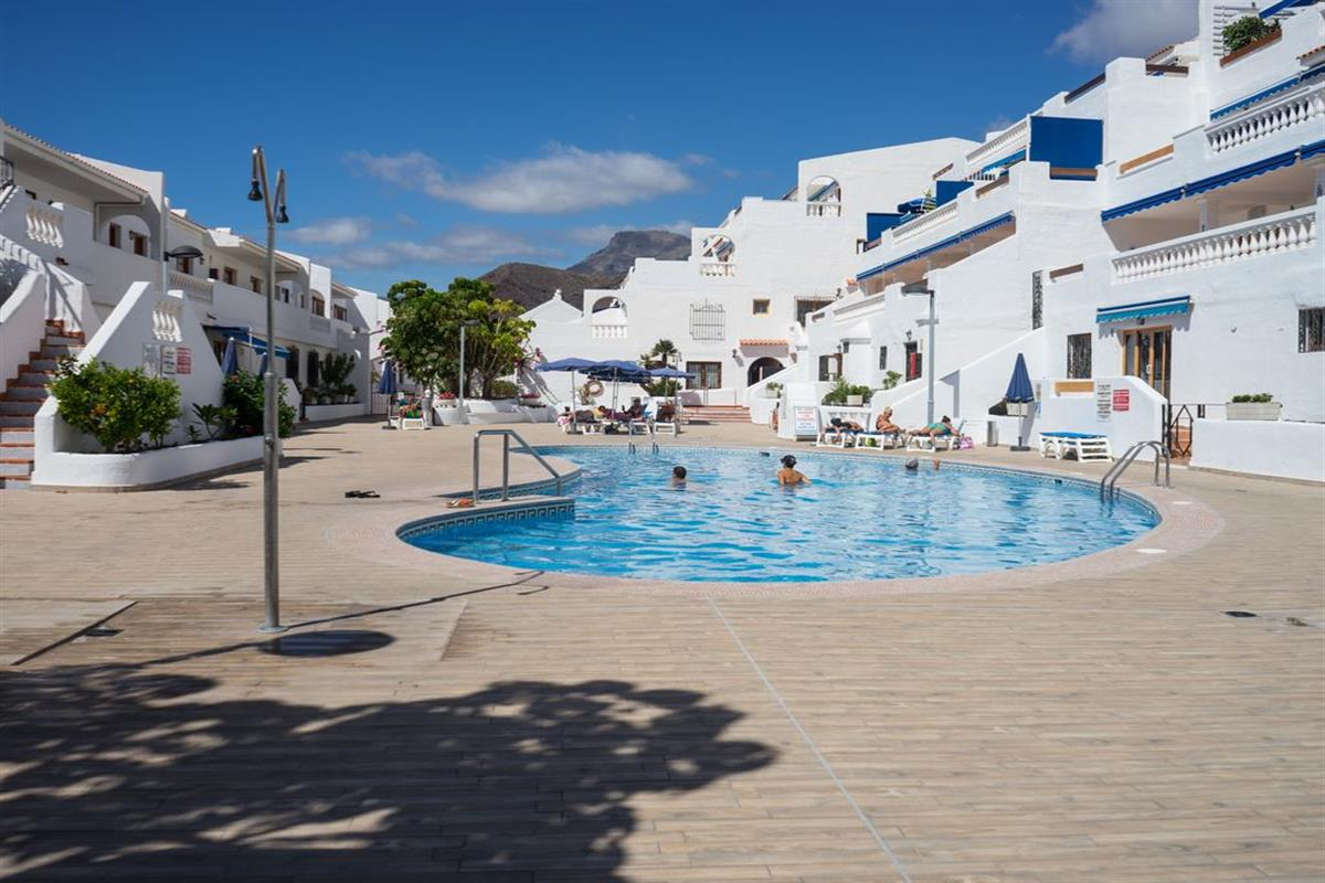 Lovely Studio Apartment with New Communal Pool - FREE WIFI | Kingdom ...